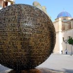 Inauguración de la escultura Geografía de la Memoria, de Eutiquio Estirado, en la Plaza del Palau de Elche.